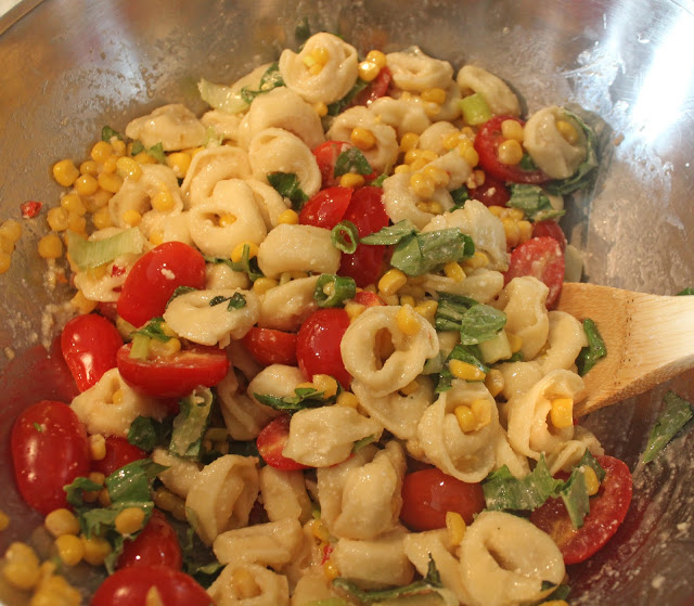 meatless monday: tortellini tomato salad